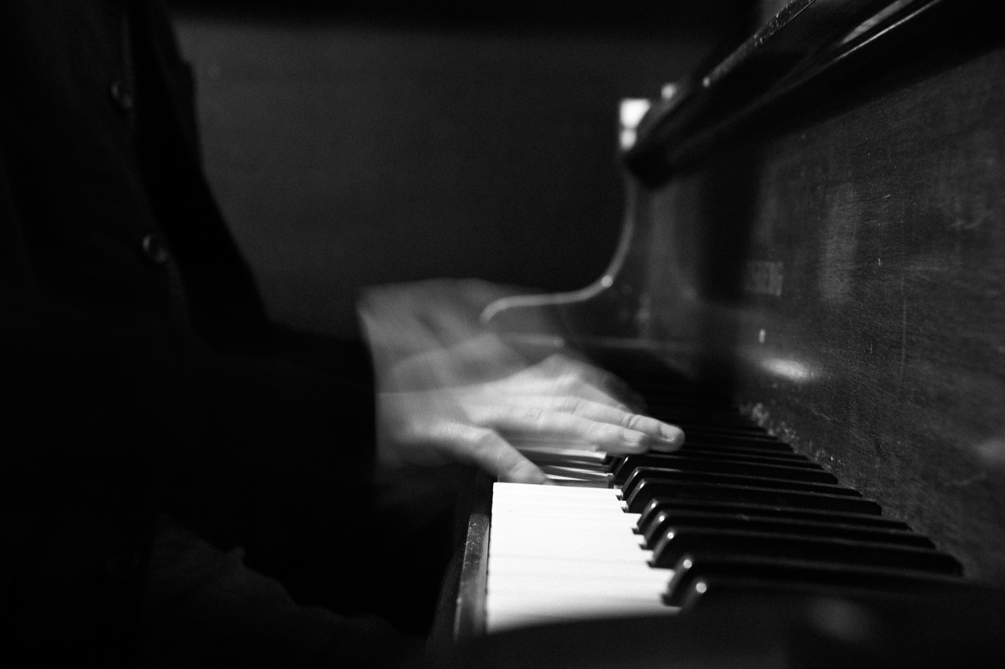 Malthe playing the piano